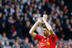 Steven-Gerrard-applauds