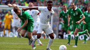 republic-of-ireland-england-seamus-coleman-raheem-sterling_3312704