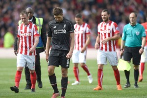 Liverpools-Steven-Gerrard-leaves-the-field