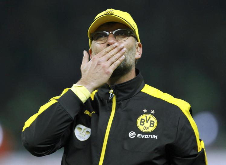 borussia-dortmund-coach-klopp-acknowledges-the-fans-after-german-cup-final-soccer-match-against-vfl-wolfsburg-in-berlin