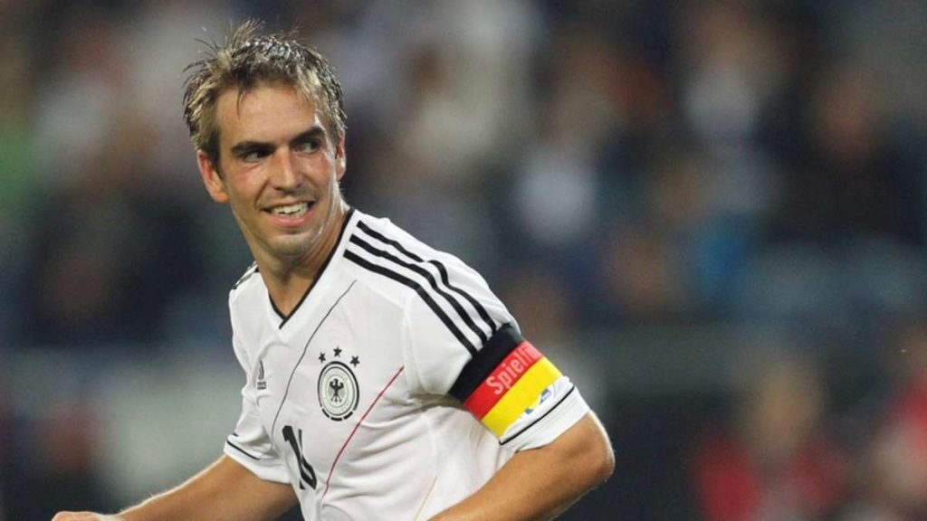 Philipp-Lahm-Wallpapers-Cute-smile-and-look-back