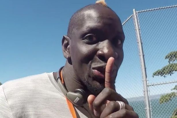 Mamadou-Sakho-filming-Jurgen-Klopp