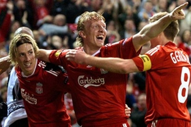 fernando-torres-and-dirk-kuyt-celebrate-against-benfica-300-460383276-1